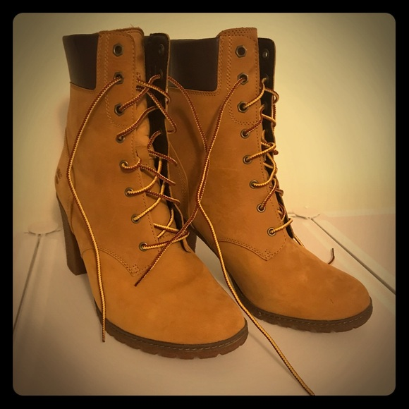 Women's Cam dale Chunky Heel Boots (Timberland).